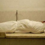 История 13 – Женщина, омывающая покойников