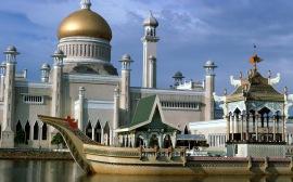 Мечеть рядом с водой